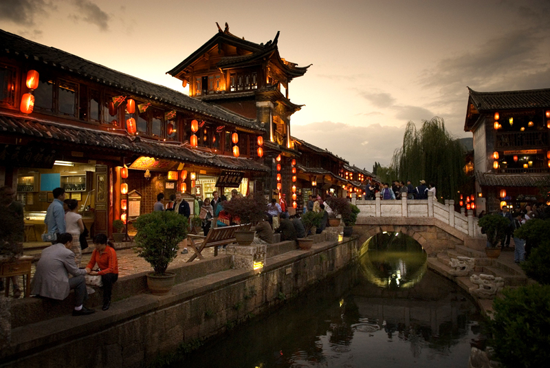 25545591-h1-btlj_fh_061006_trekattractions_lijiang-old-town_kn21201